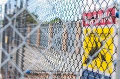 Желтая электрическая загородка Стоковая Фотография