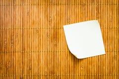 Желтое бумажное примечание Стоковая Фотография RF