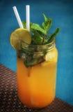 Желтое питье известки с мятой Стоковые Фото