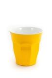 Желтое стекло чашки для воды молока или кофе соответствующей для PA пикника Стоковые Фотографии RF