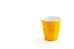 Желтое стекло чашки для воды молока или кофе соответствующей для PA пикника Стоковая Фотография RF
