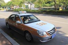 Желтое такси в amoy городе, фарфоре Стоковое Изображение