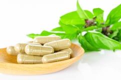 Желтое травяное лекарство медицины капсулы Стоковое фото RF