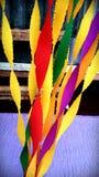 Желтое украшение партии благоволит к красочной бумаге лент Стоковая Фотография RF