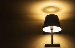 Желтое ligh от лампы стоковые фото