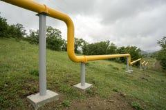 Желтые газопроводы в горах Крыма Стоковые Фото