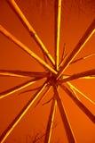 Желтые линии на медном конспекте предпосылки геометрическом Стоковое Фото