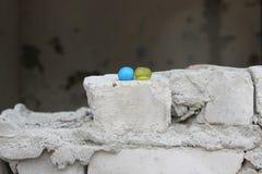 Желтые и голубые шарики краски Стоковая Фотография
