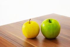 Желтые и зеленые яблоки Стоковое Изображение
