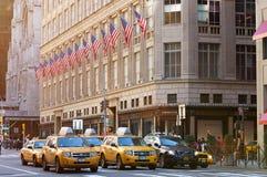 Желтые кабины на улице Нью-Йорка стоковое фото rf
