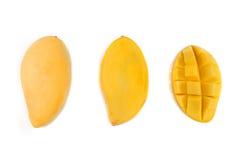 Желтые куски манго изолированные на белой предпосылке Стоковые Изображения RF