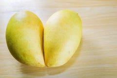 Желтые мангоы Стоковые Фото