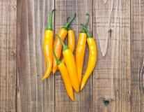 Желтые перцы chili над старой деревянной предпосылкой Стоковая Фотография