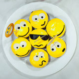Желтые пирожные с улыбками Стоковая Фотография RF