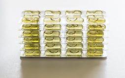 Желтые пилюльки капсулы Стоковое Фото