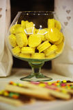 Желтые помадки стоковые изображения