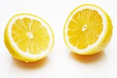 Желтые половины лимона на белой предпосылке Стоковое Фото
