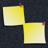 Желтые примечания ручки с штырями нажима Стоковые Фотографии RF