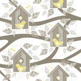 Желтые птицы для коробок птицы на деревьях Стоковое Изображение