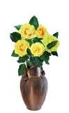 Желтые розы в вазе, изоляте Стоковое Фото