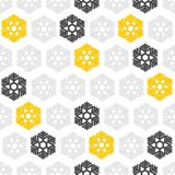 Желтые серые снежинки на белизне Стоковое фото RF