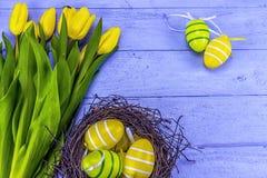 Желтые тюльпаны пасхи Стоковая Фотография