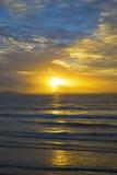 Желтые лучи захода солнца от beal пляжа Стоковая Фотография
