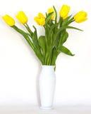 Желтые цветки в вазе Стоковые Изображения RF