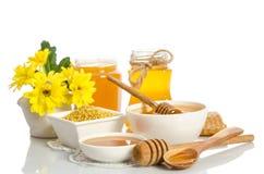 Желтые цветки и продукты мед пчелы, цветень Стоковые Изображения RF