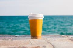 Желтые чашка чаю или кофе Стоковая Фотография