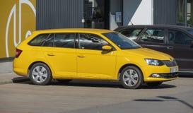 Желтый автомобиль фуры станции Skoda Octavia в Брне Стоковое Изображение RF