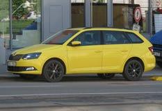 Желтый автомобиль фуры станции Skoda Octavia в Брне Стоковое Фото