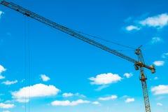 Желтый башн-кран строительной площадки Стоковая Фотография RF