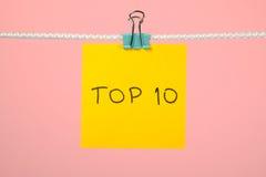 Желтый бумажный лист на строке с 10 лучших текста Стоковое Изображение