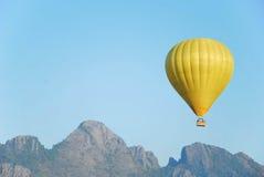 Желтый воздушный шар на Lao Стоковое фото RF