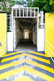 Желтый вход, который нужно идти путь любит тоннель Стоковое Изображение RF
