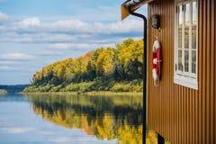 Желтый деревянный дом Стоковые Изображения