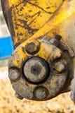 желтый затяжелитель backhoe на строительной площадке и работе стоковые изображения