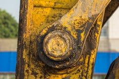 желтый затяжелитель backhoe на строительной площадке и работе стоковые фото