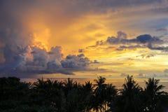 Желтый заход солнца над пляжем Diniwid, островом Boracay, Филиппинами Стоковые Изображения RF