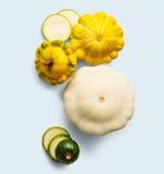 Желтый, зеленый и круглый courgette на белой предпосылке Стоковые Изображения