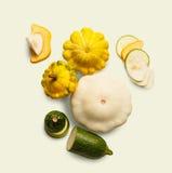 Желтый, зеленый и круглый courgette на белой предпосылке Стоковая Фотография RF