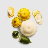 Желтый, зеленый и круглый courgette на белой предпосылке Стоковая Фотография