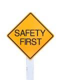 Желтый изолированный текст знака уличного движения для безопасность прежде всего Стоковые Фотографии RF