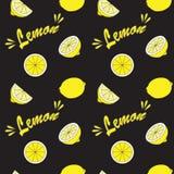 Желтый лимон на черном поле Стоковые Фото