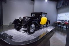 Желтый и почерните тип 1929 Bugatti 44 Fiacre стоковые фото