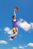 Желтый и фиолетовый данк в небе Стоковые Фото