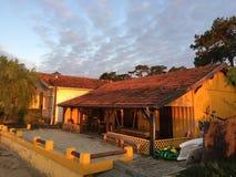 Желтый дом Le канона Деревни, полуострова Крышк-фретки, Bassin d' Arcachon, Жиронда, южная западная Франция Стоковое Изображение RF