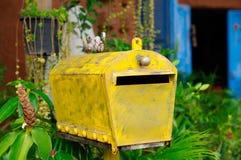 Желтый почтовый ящик Стоковое Фото