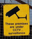 Желтый предупредительный знак для наблюдения CCTV Стоковые Изображения